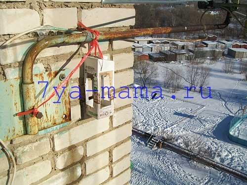 kormushka-dlya-ptic-iz-podruchnyh-materialov