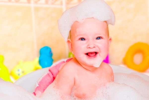 как купать новорожденного в первый раз