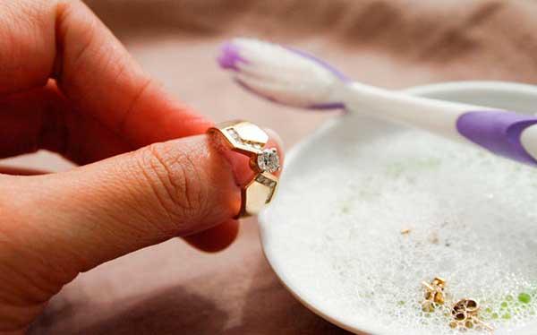 Чистка золота зубной пастой в домашних условиях