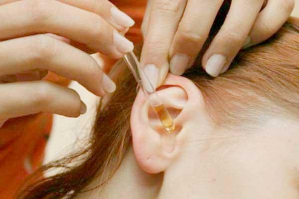 Удаление серной пробки в ухе