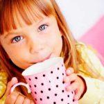 Как быстро и легко научить ребенка пить из кружки?