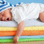 Можно ли новорожденному ребенку спать на животе?
