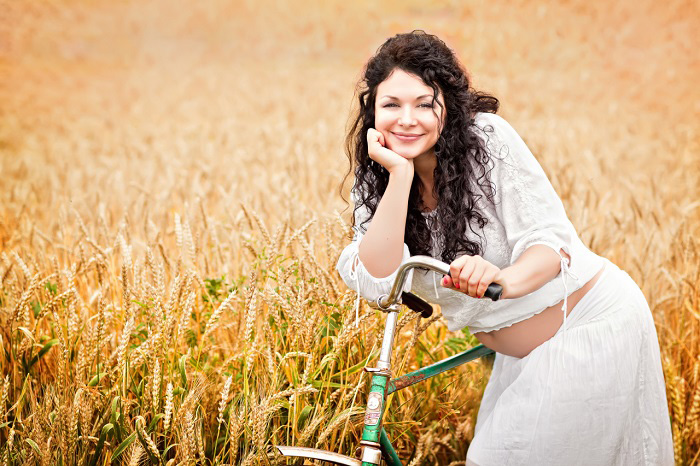 беременная девушка на велосипеде (3)