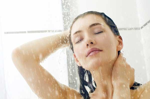 принимать-душ-в-линзах