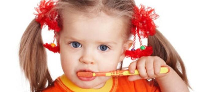 С какого возраста чистить зубы, как научить ребенка чистить зубы. Ребенок не дает чистить зубы