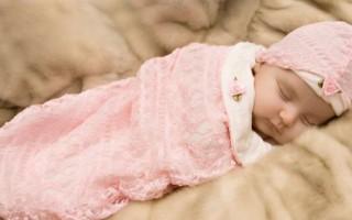 Как правильно запеленать новорожденного ребенка в пеленку?