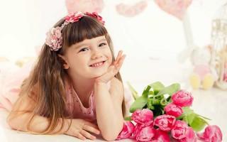 Что подарить ребенку на 8 марта