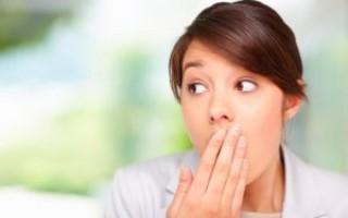 Причины неприятного запаха изо рта. Эффективные методы лечения