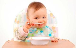 Как быстро научить ребенка есть ложкой самостоятельно?