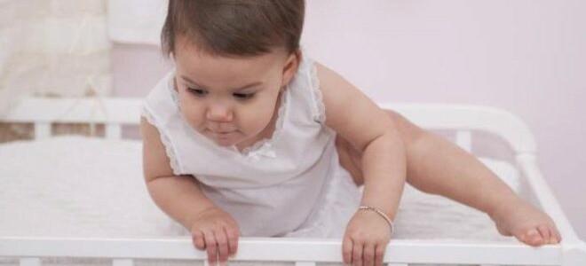Как понять что все в порядке, если ребенок упал с кровати или дивана