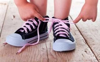 Как легко и быстро научить ребенка завязывать шнурки