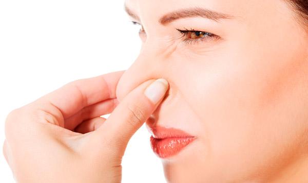 Причины неприятного запаха изо рта у взрослых повестке дня