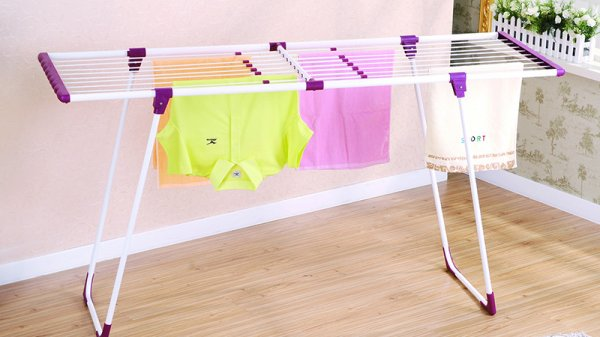 Сушка одежды в помещении поможет увлажнить воздух