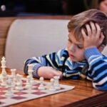 Как научить ребенка играть в шахматы с нуля?