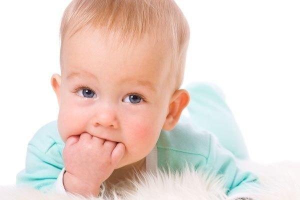 прорезывание зубов у детей 1