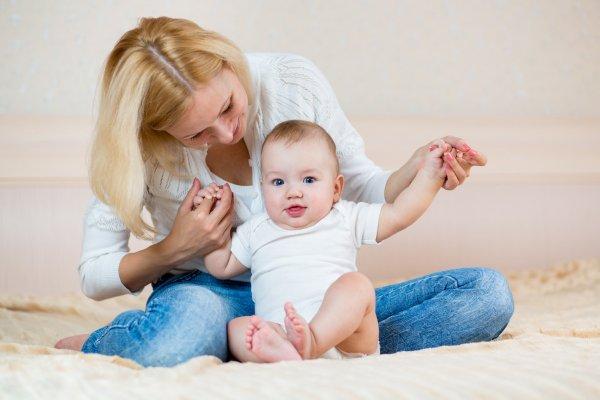 со скольки месяцев можно сажать ребенка