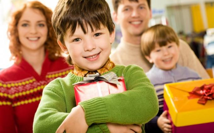 Что подарить на День учителя воспитателю: милые сердцу подарки